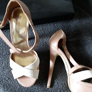 Just Fab SIZE 6 Nude & Cream Heals